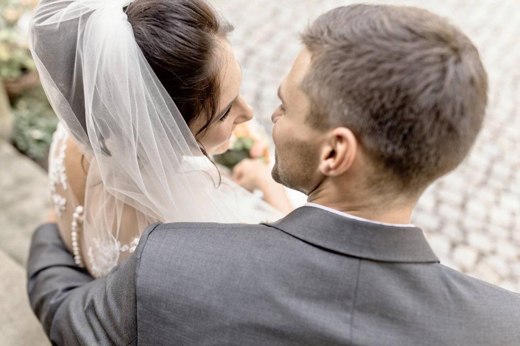 hochzeistfotograf, Sachsen, Portraits, Fotoshootings, Hochzeitsfotos, Hochzeitsbilder, modern, moderne Fotografie, moderne Hochzeitsfotografie, Hochzeitsfotos besonders, außergewöhnliche Hochzeitsfotos,