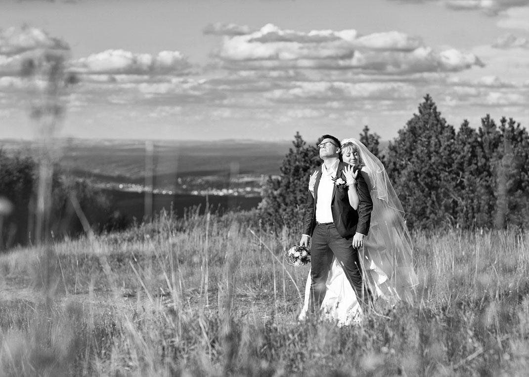 Hochzeit in Oberwiesenthal Hochzeitsfotos auf dem Fichtelberg am Fichtelberghaus von Hochzeitsfotograf Ben Pfeifer