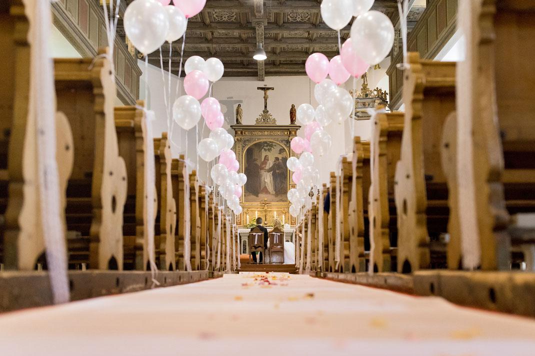 dekoration hochzeit, luftballons hochzeit, kirche neudorf