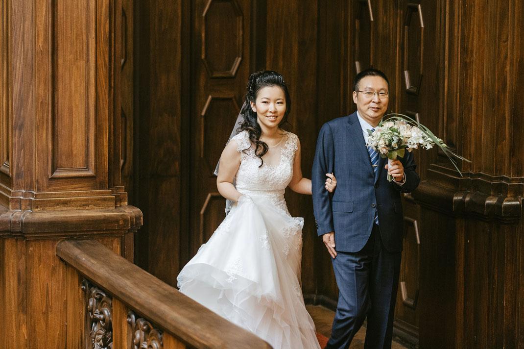 Braut mit Brautvater auf Schloss Waldenburg in Sachsen