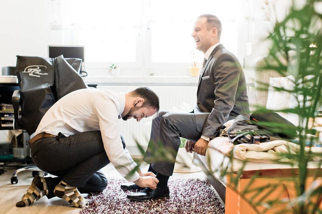 getting ready, bräutigam, ankleiden, hochzeit, hochzeitsreportage, hochzeitsfotografie, fotograf, hochzeitsfotograf, groom, trauzeuge