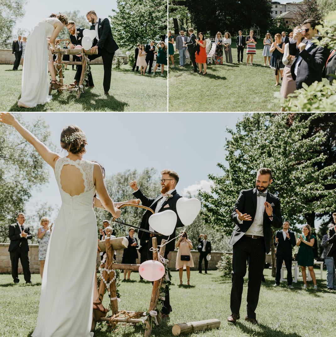 baumstammsägen als Hochzeitsbrauch, Baumstamm. Birke, holz sägen, villa gückelsberg