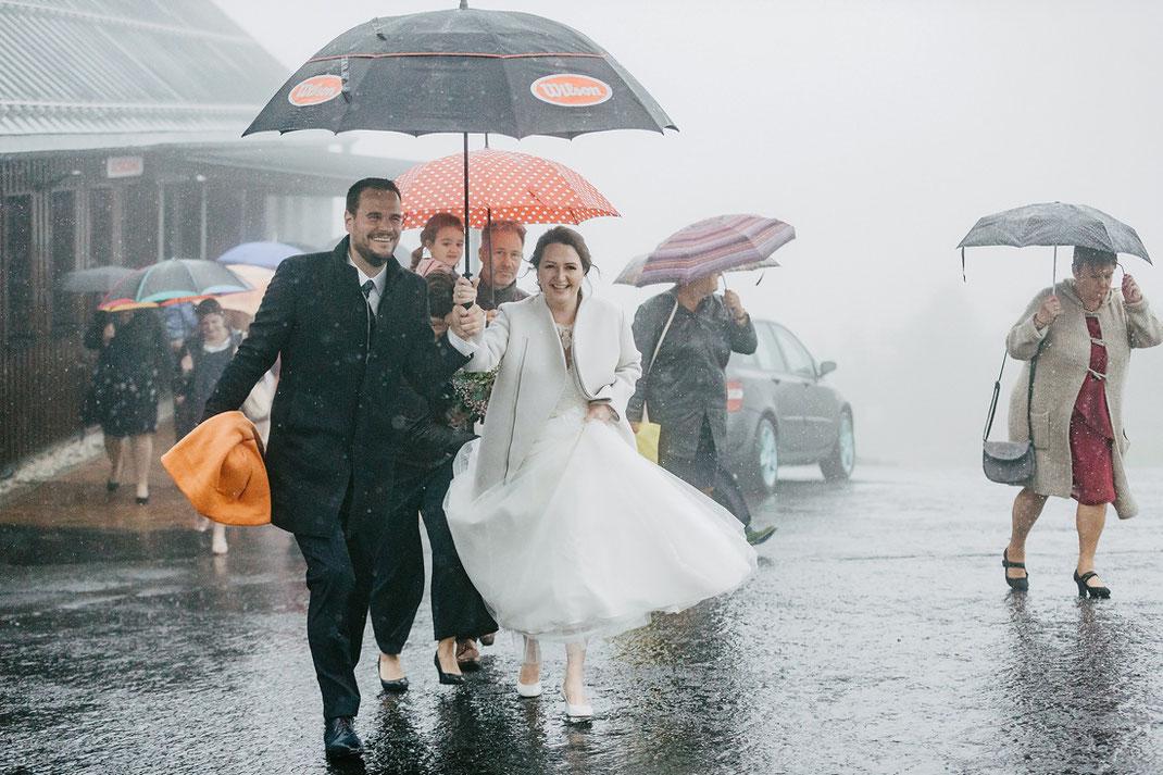 Sturm und Regen zur Hochzeit auf dem Fichtelberg