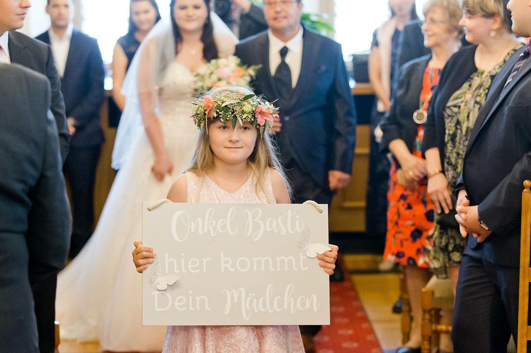 Schild hier kommt deine Braut