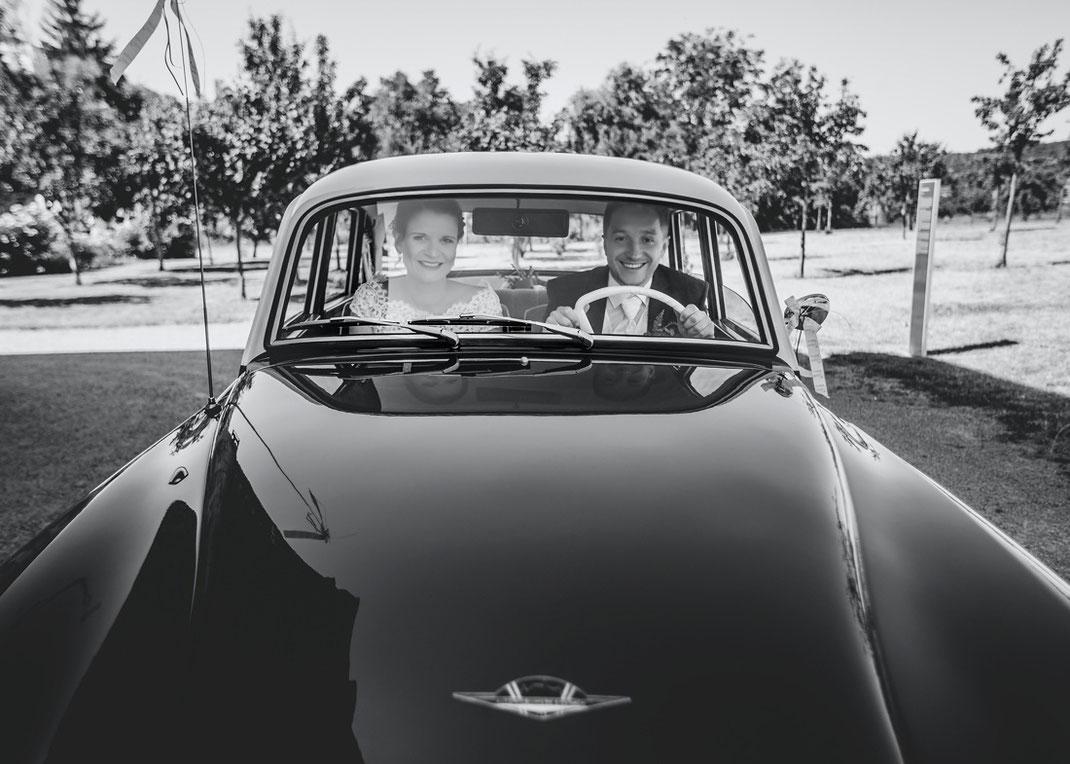 Hochzeitsfotos mit Auto Wartburg