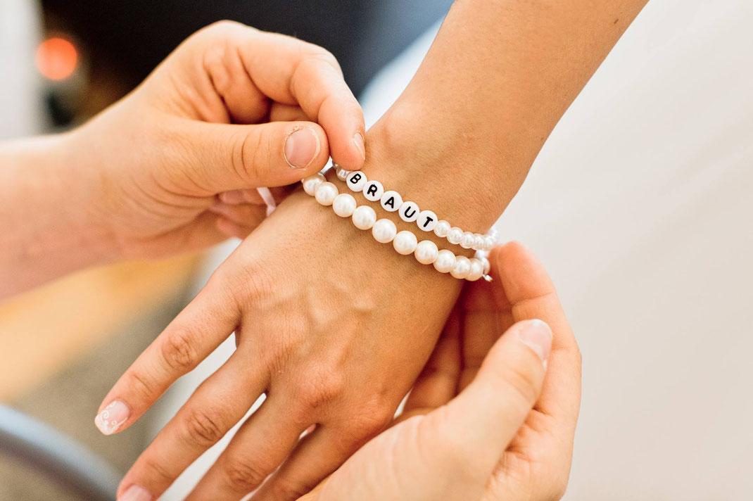 braut, armband, hand, getting ready, heiraten, hochzeit, fotograf, hochzeitsfotograf