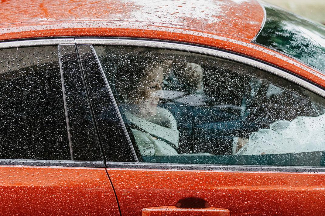 Jaguar Hochzeit, Hochzeit bei Regen, Regenhochzeit, Hochzeitsauto
