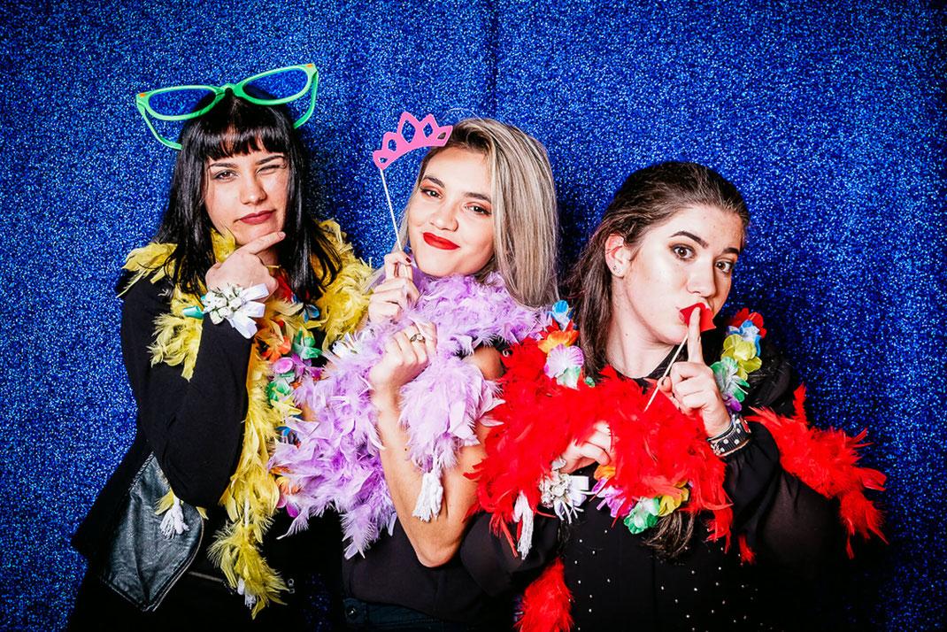 PhotoBooth-giovani-amiche-belle-festa-compleanno-fotografo-matrimonio-Torino