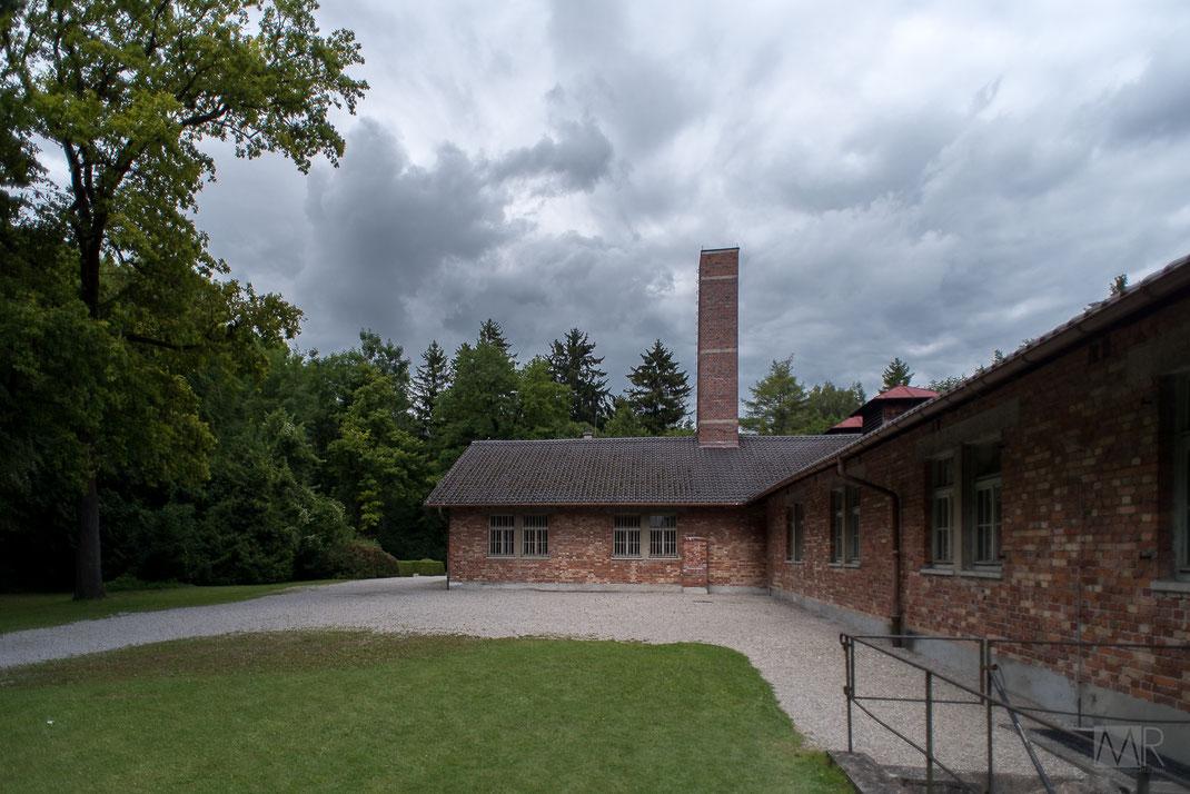 Edificio che ospita i forni crematori di Dachau con la ciminiera