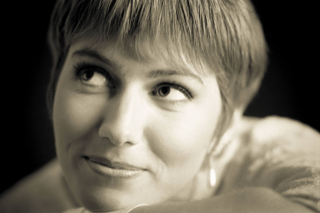 Ritratto-donna-emozionante-fine-art-Torino-analogico-a-pellicola