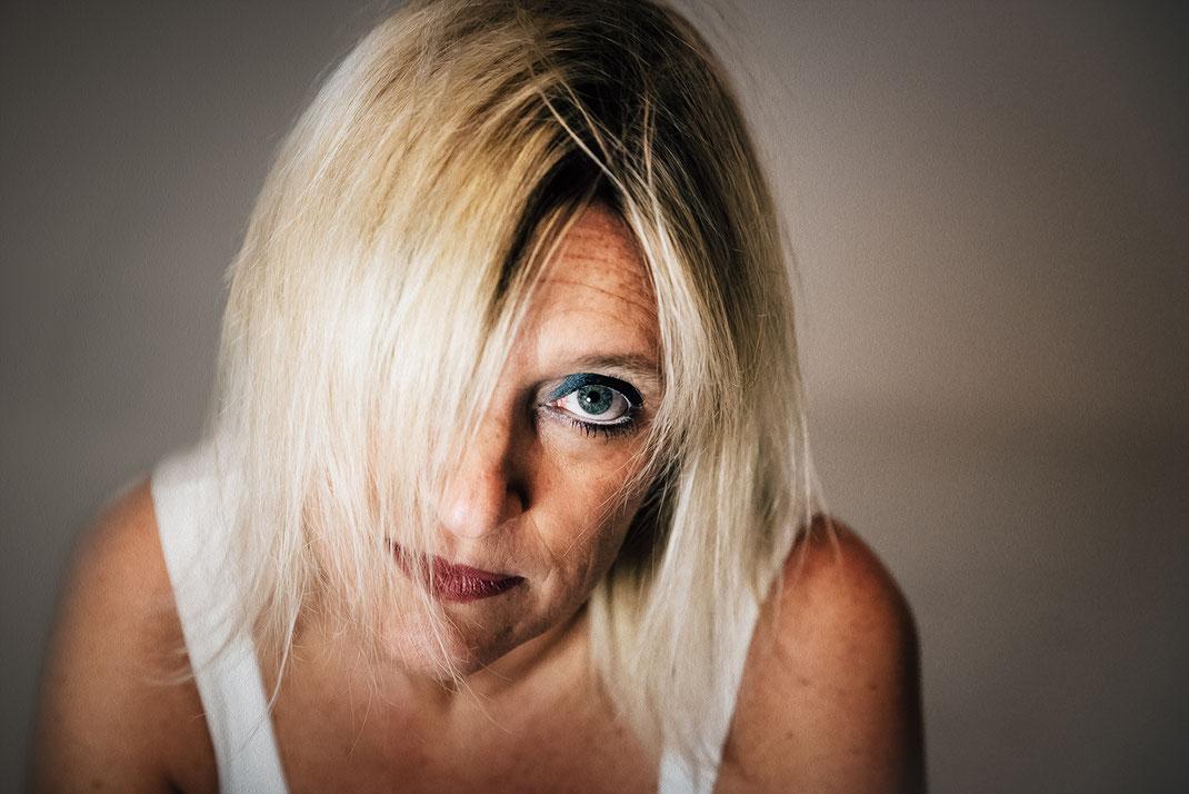 Ritratto-intenso-di-donna-Fotografo-professionista-Torino