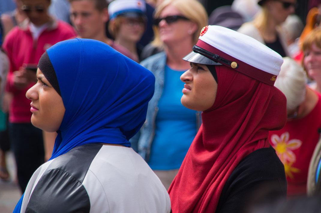 rot-weiße Studentenmütze - dänische Tradition nach bestandenem Abitur