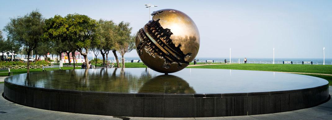 Sfera Grande von Arnaldo Pomodoro, Pesaro