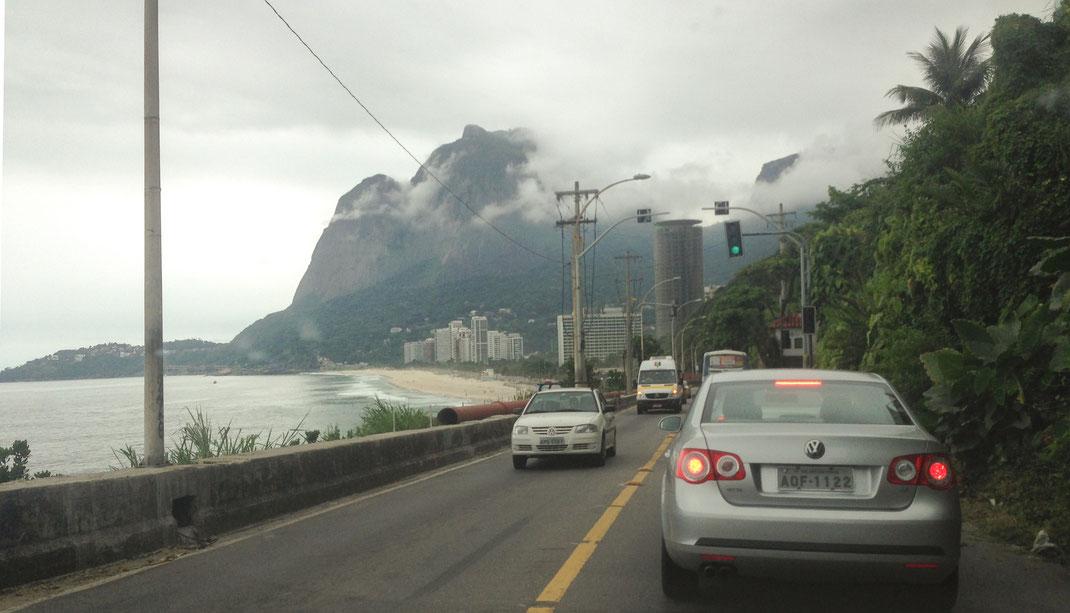 große Ausnahme in Rio de Janeiro: eine Straße mit Gegenverkehr