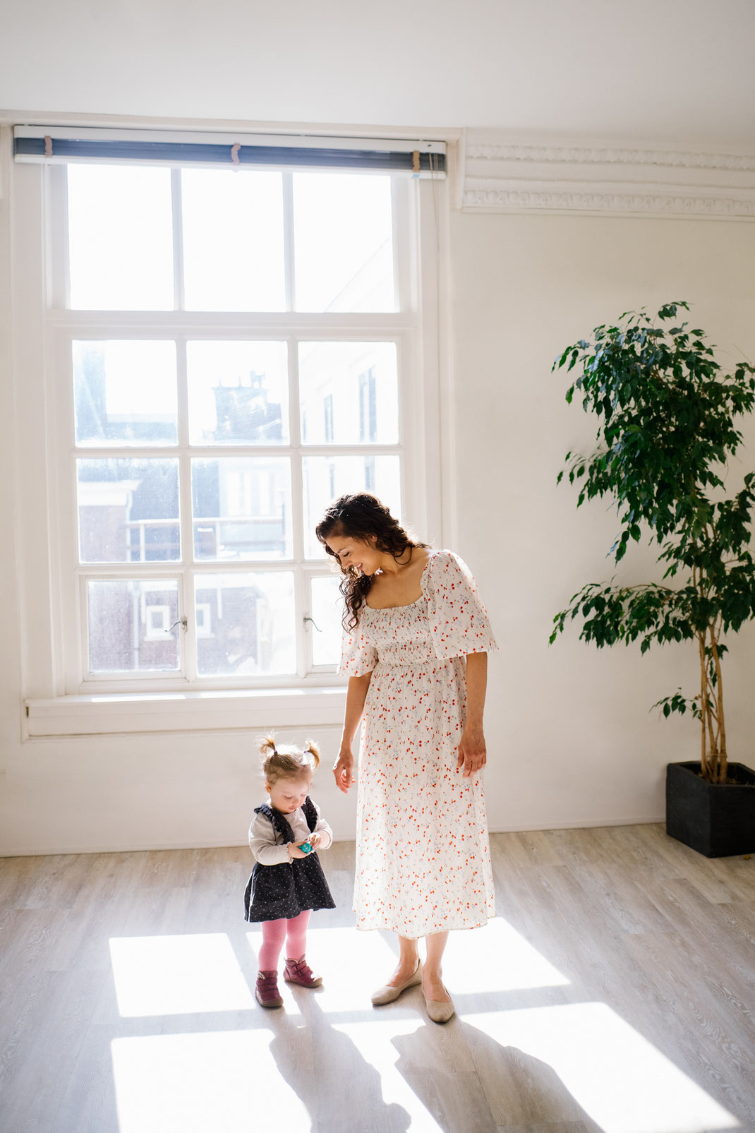 beautiful lighting photoshoot mother and child the Hague
