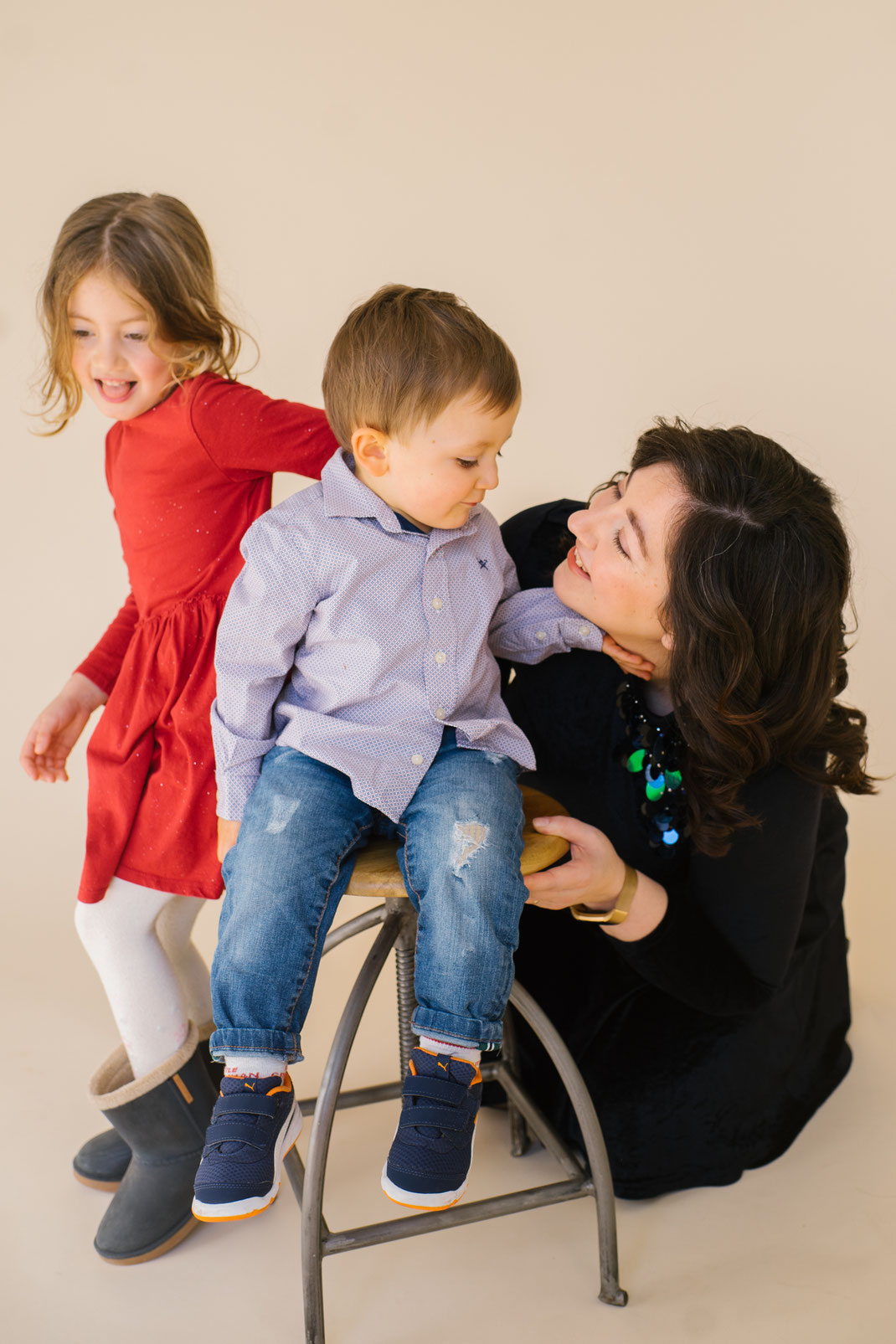Mom with her kids during photo session in the Hague
