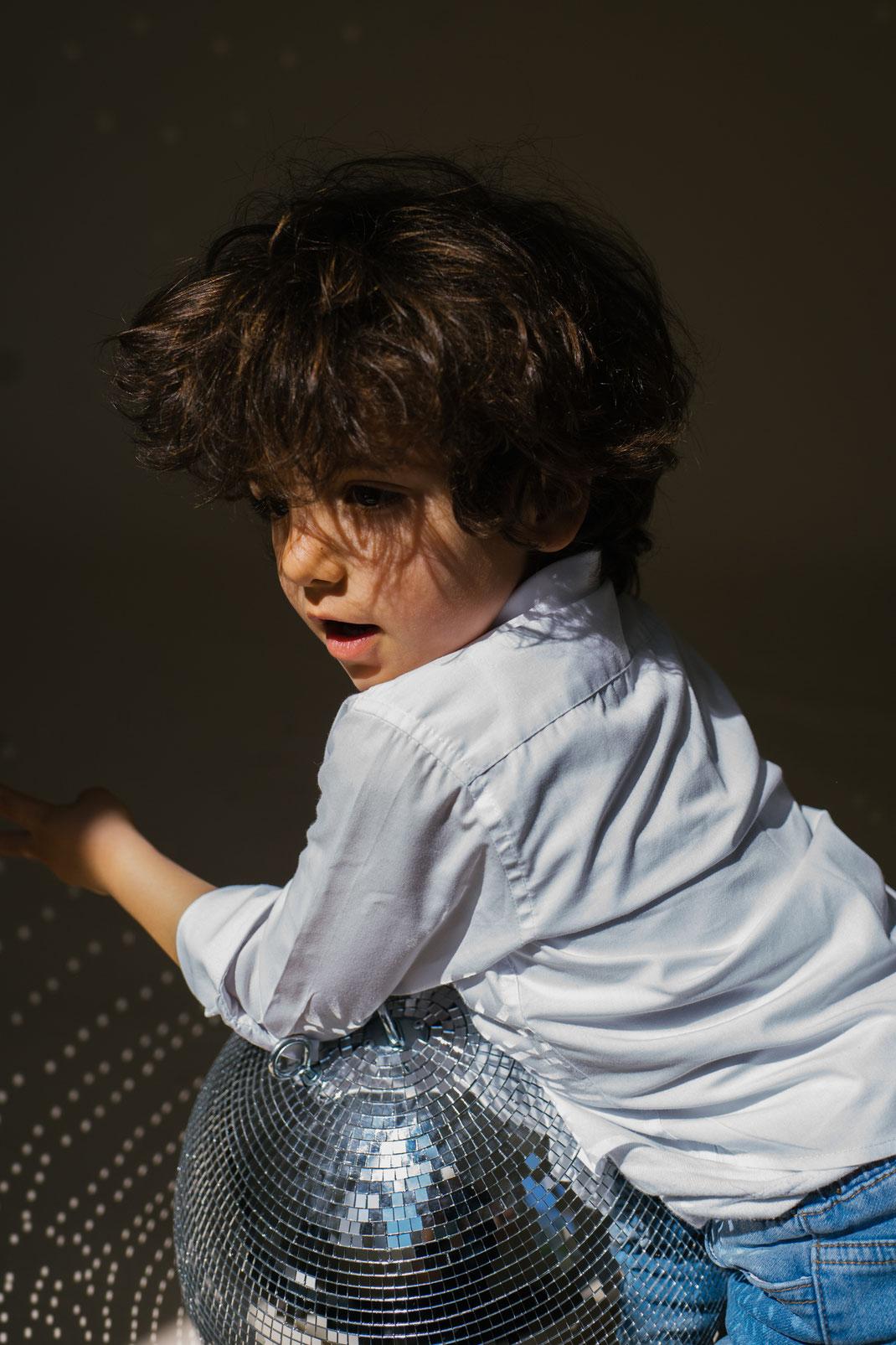 disco ball photoshoot den Haag