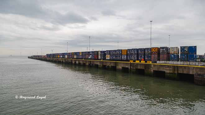 seaport port of zeebrugge container quay