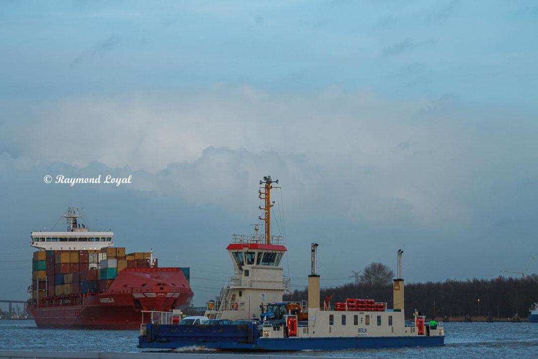 burnsbuettel ferry kiel canal