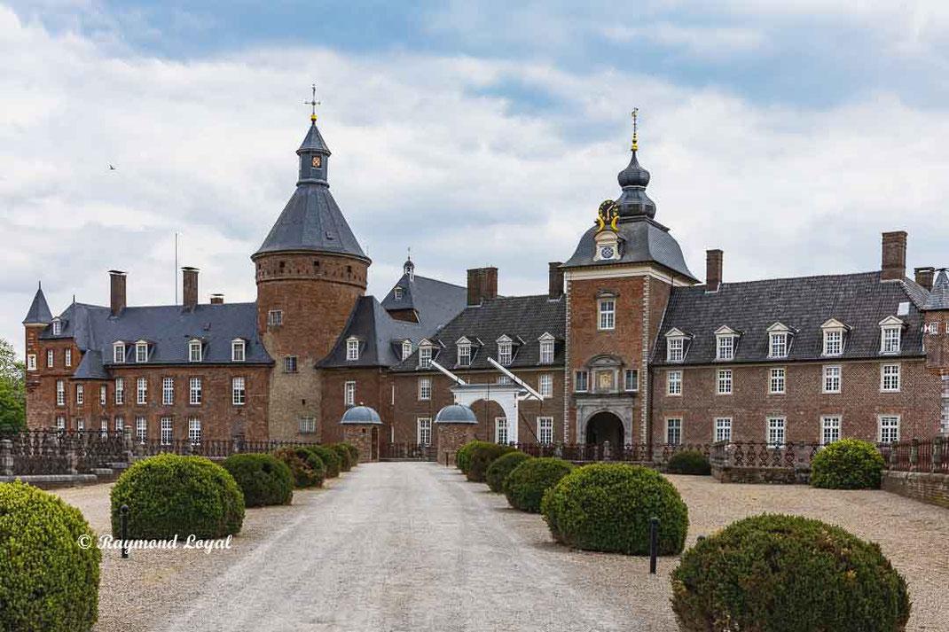 anholt castle forecourt