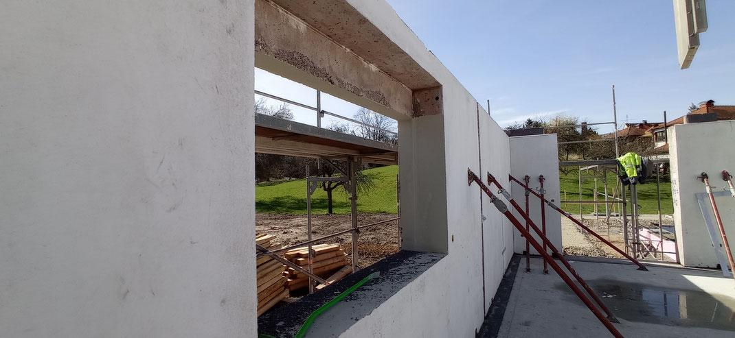 Einfamilienhaus - Die Innenseiten der Aussenwände wurden hier spachtelfertig in Q2 geliefert.
