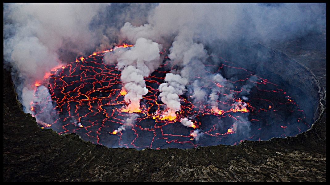Lago de lava en el interior del cráter del volcán Nyiragongo (R.D. del Congo) (Foto: Cai TjeenkmWillink)