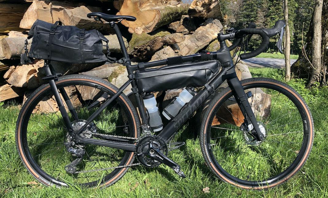 Specialized Diverge Comp Carbon mit Bikepacking-Taschen