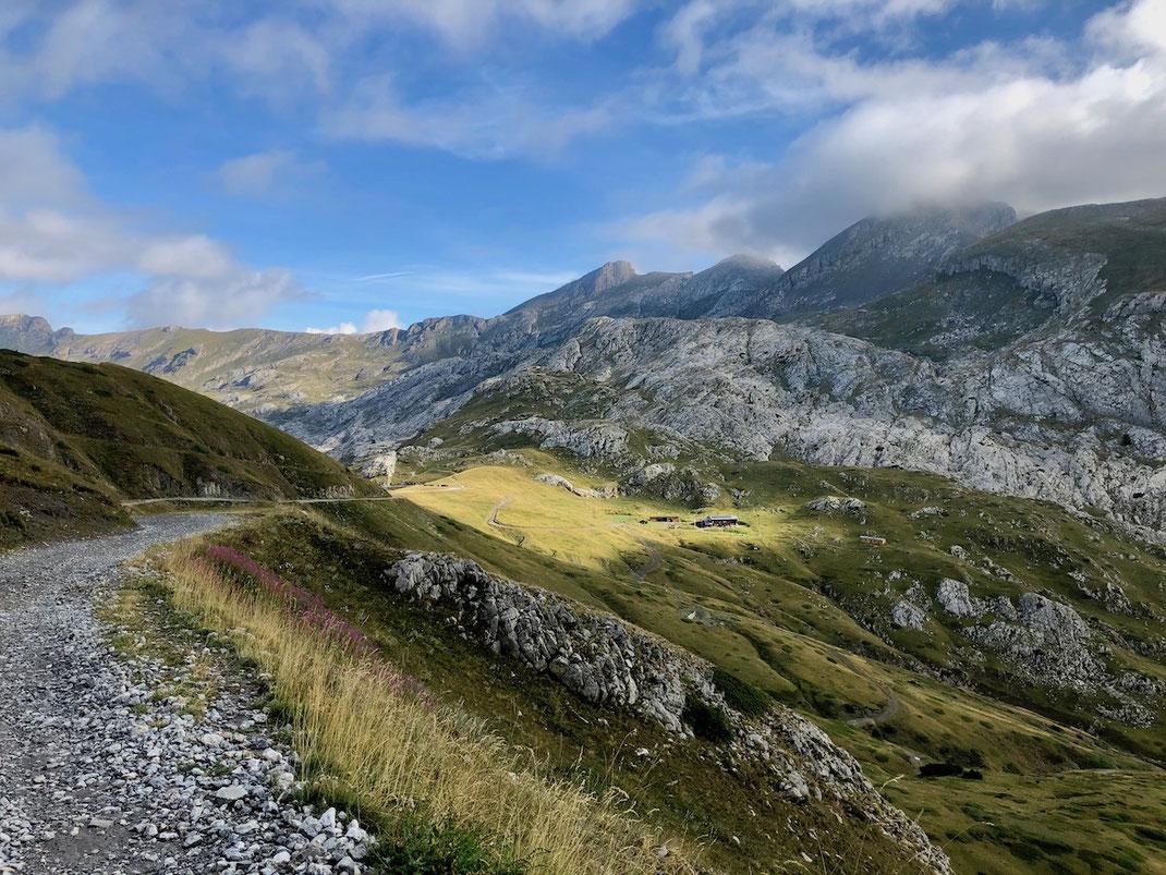 Berghuhn, Italien, Ligurien, Radreise, Bikepacking, Radtour, Via del Sale, Ligurische Grenzkammstraße