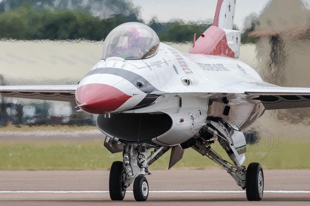 """Thunderbird"" USAF United States Air Force Lockheed Martin F-16CJ Fighting-Falcon 2017 07 15 EGVA Fairford"