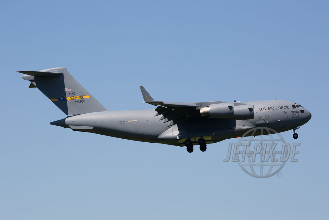 99206 US Air Force AMC Boeing C-17 2017 05 26 ETAR Ramstein