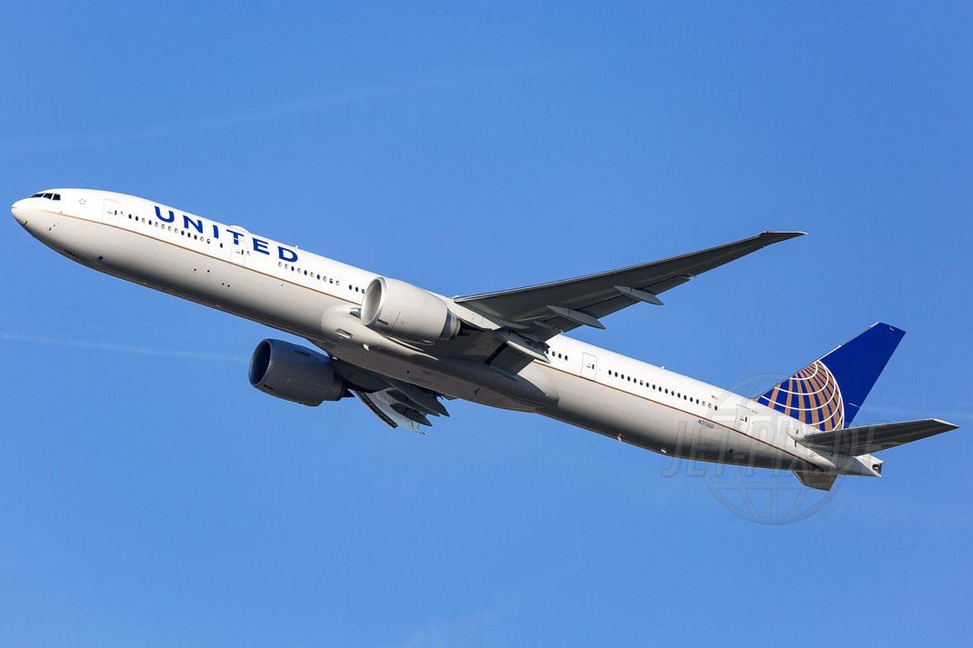 N2136U United Airlines Boeing 777-322(ER) 2017 11 01 EDDF Frankfurt
