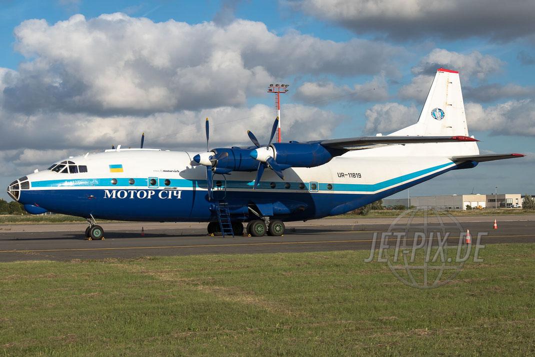 UR-11819 Motor Sich AN-12 2017 07 12 Ostende (EBOS) Totale