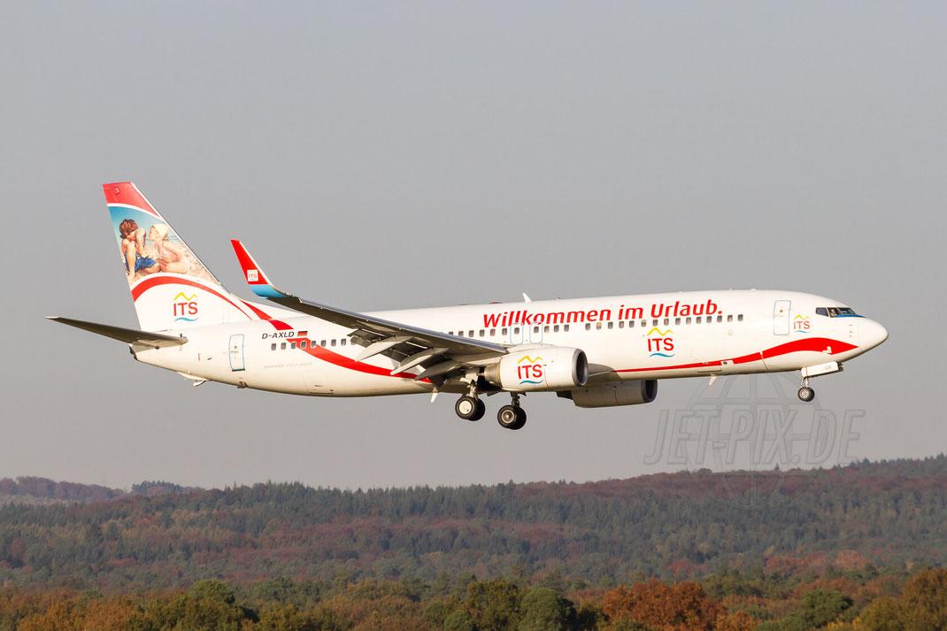 """D-AXLD XLAirways Boeing 737 """"ITS - Willkommen im Urlaub"""" 2012 10 22 EDDK Köln Landung Besuchertrerrasse"""