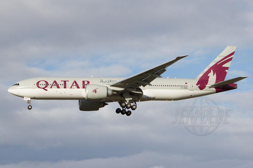 A7-BBD Qatar Boeing 777 2012 12 16 EDDF Frankfurt Landung Norwestbahn Winterwetter Stimmung Besucherplattform Düne Feuerwehrwache 4
