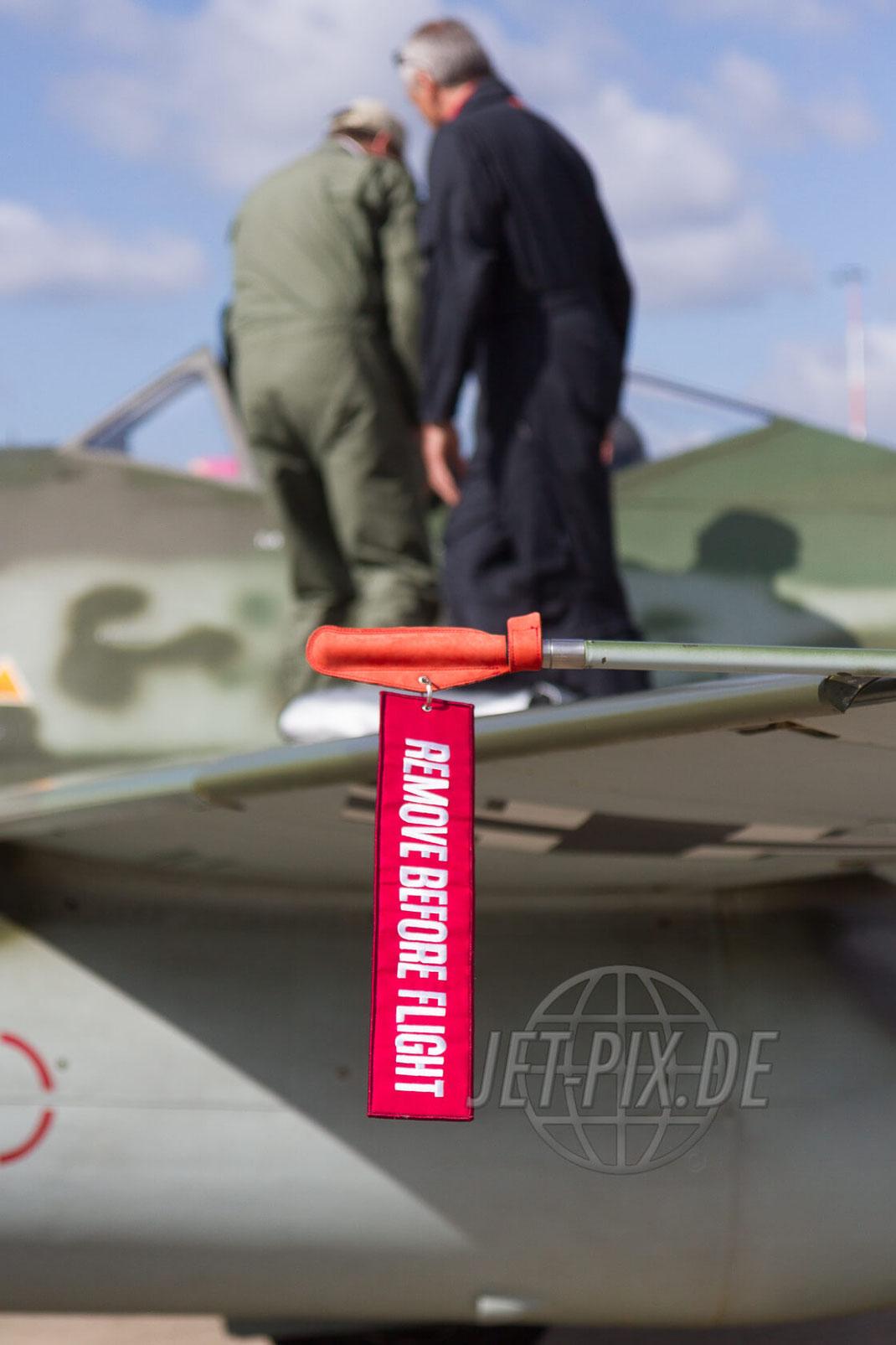 D-IMTT ME262 mit Crew 30 YEARS AWACS 2012.06.17 ETNG/GKE Geilenkirchen