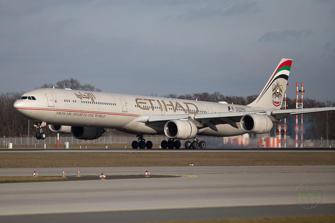 Landebahn Nord- West Frankfurt Flughafen Etihad Dickschiff A340 600 bestes Winterlicht