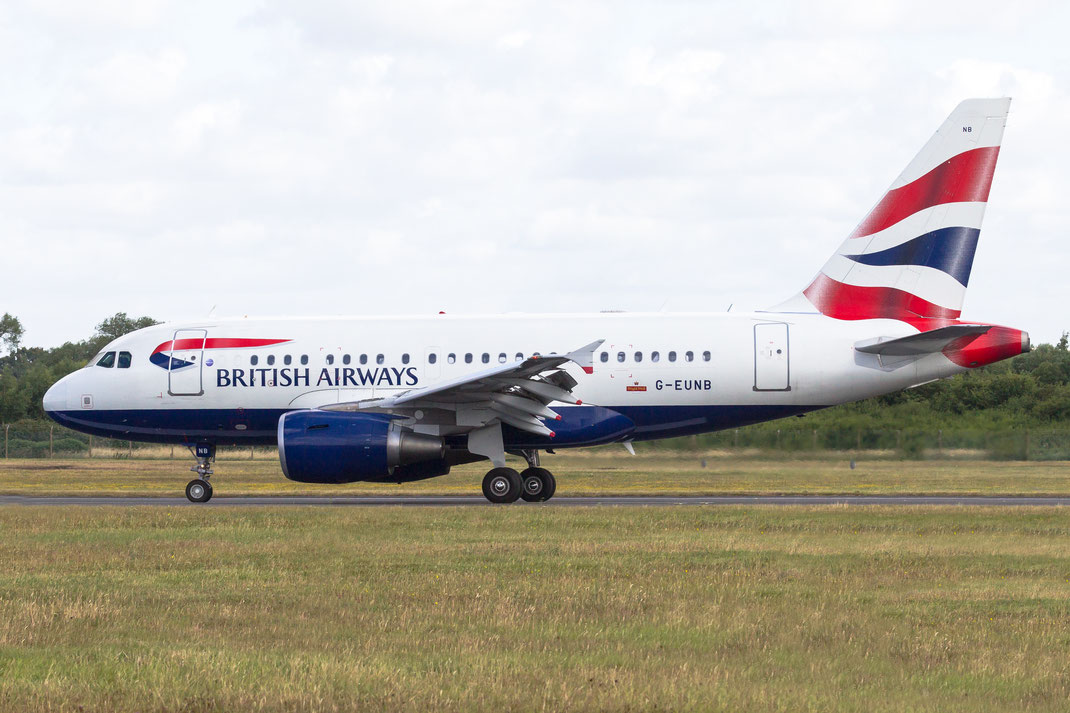 G-EUNB British Airways Airbus A318 2015 07 18 EGVA Fairford