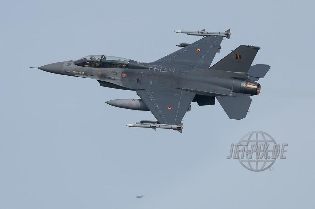 FB-24 General Dynamics F-16B Block 20 Belgian Air Force Frisian Flag 2017 Leeuwarden (EHLW) Banking Fighter Jet-Noise Friesland Spotter Planespotter Jet-Spotter Afertburner Full-Power