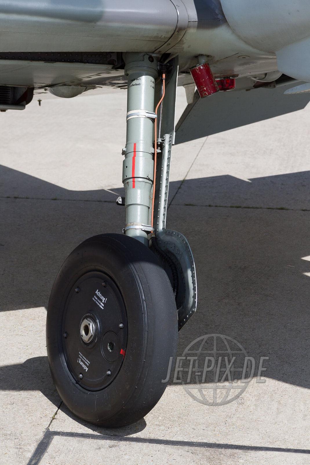 D-FWME Fahrwerk 30 YEARS AWACS 2012.06.17 ETNG/GKE Geilenkirchen
