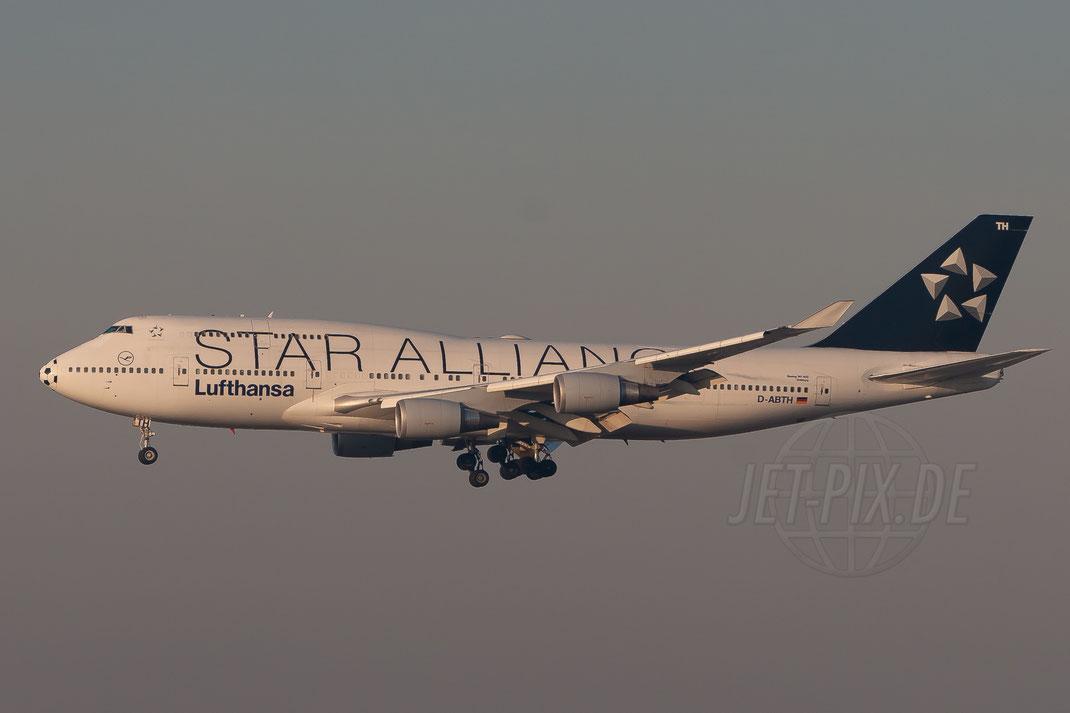 "D-ABTH Lufthansa Boeing 747-430(M) ""Star Alliance with Footballnose"" 2006 12 15 EDDF Frankfurt"