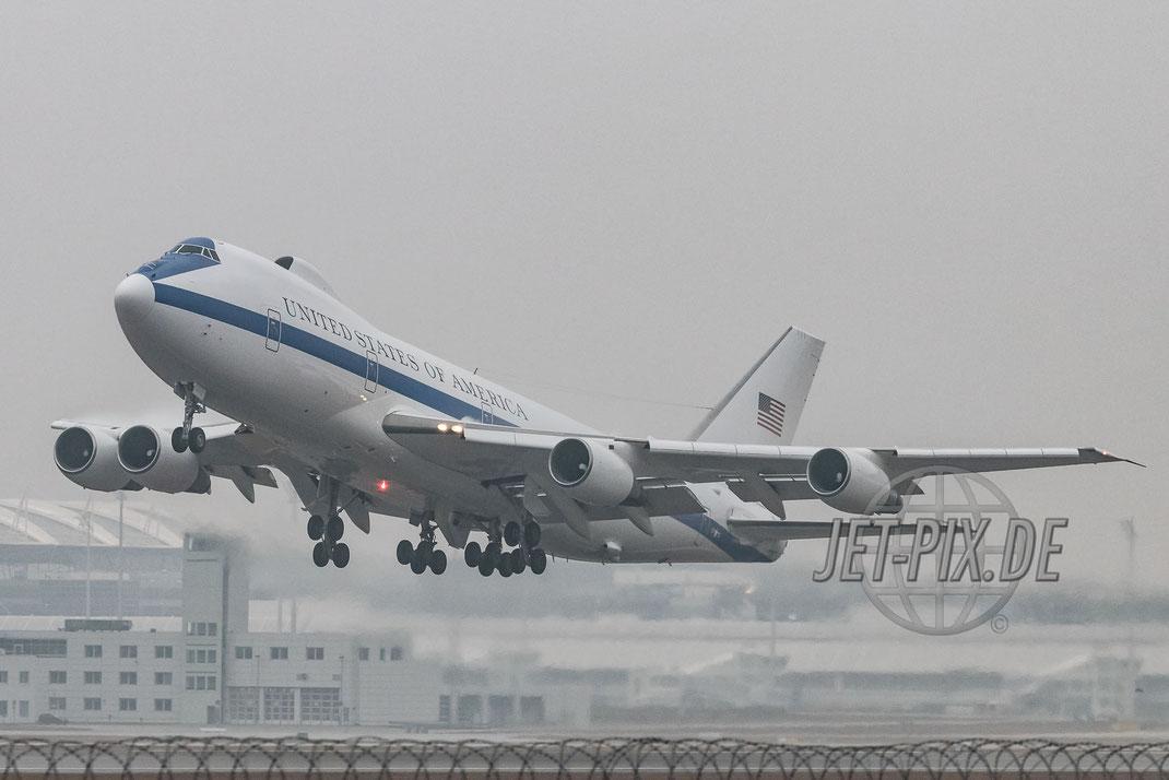 """31676 United States Air Force (USAF) Boeing E4-B """"Doomsday Plane"""" beim Abflug von der Sicherheitskonferenz in München Regierungsmaschine Regierungsflieger"""