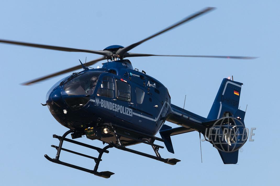 D-HVBP Bundespolizei Eurocopter EC135 T2 bei Anflug auf Nörvenich Spotter Spotting blauer Himmel blauer Hubschrauber einfach toll Frankfurt Airport Nordwestbahn Planespotter Plane Spotter EDDF Frankfurter Flughafen Planspotter