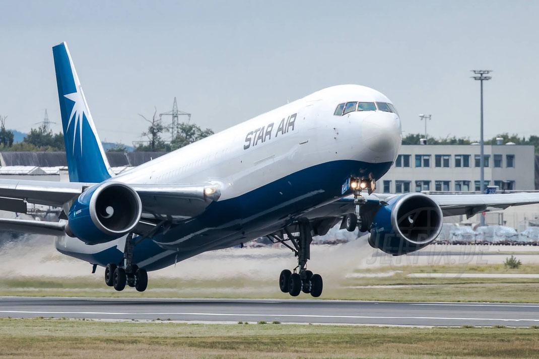 OY-SRU Star Air Boeing 767-36N(ER)(BDSF) 2017 10 05 EDDF Frankfurt rotiert sehr schnell Startbahn West 18 volle Energie