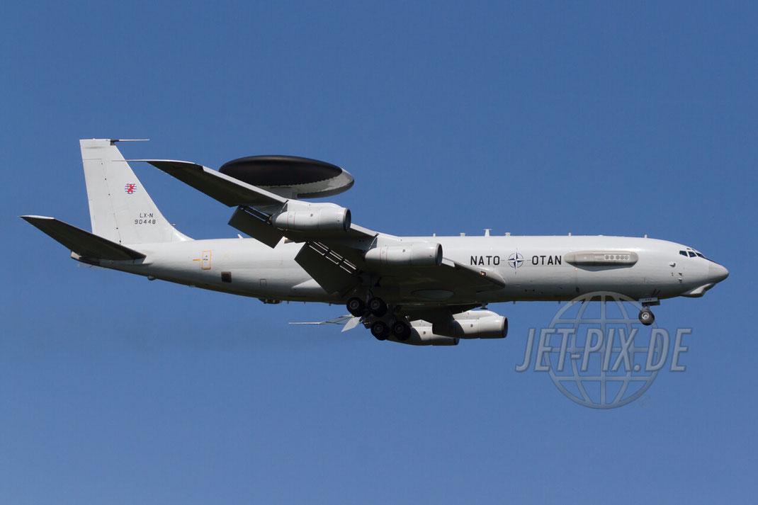 LX-N90448 NATO Boeing E-3A Sentry (707-320B) 2012 07 24 EDDK Köln Triebwerk Kerosin Geruch Anflug tolles Wetter bestes Licht Scramble Besucherterrasse