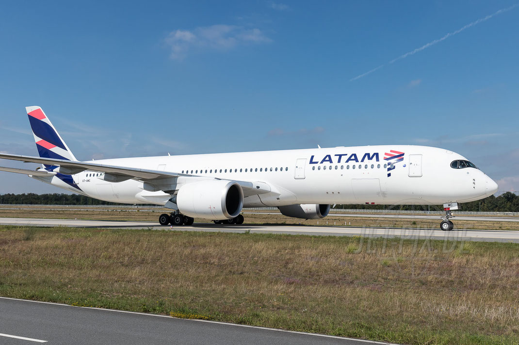 """A7-AMC Qatar Airways """"LATAM"""" Airbus A350-941 2017 09 05 EDDF Frankfurt"""
