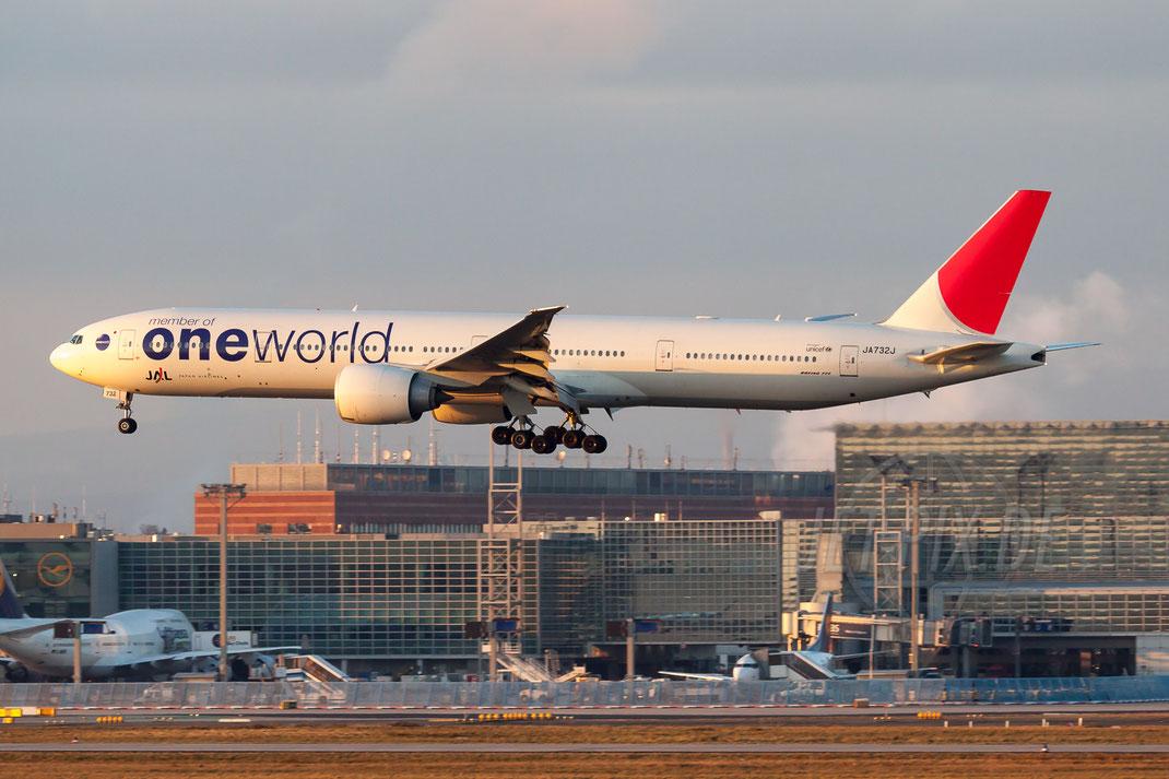 JA732J Japan Airlines Boeing 777 346ER 2011 01 16 EDDF Frankfurt