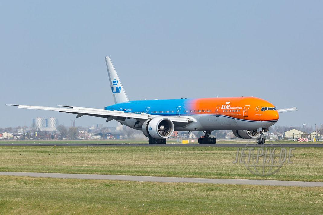 "PH-BVA KLM Royal Durch Airlines Boeing 777-306(ER) ""Orange Pride"" (EHAM) Landing Polderbaan JET-PIX.DE Schiphol Jetspotter Planespotting Planespotter bestes Wetter Fritten Krokett Lebensgefühl Niederländer Spaß"