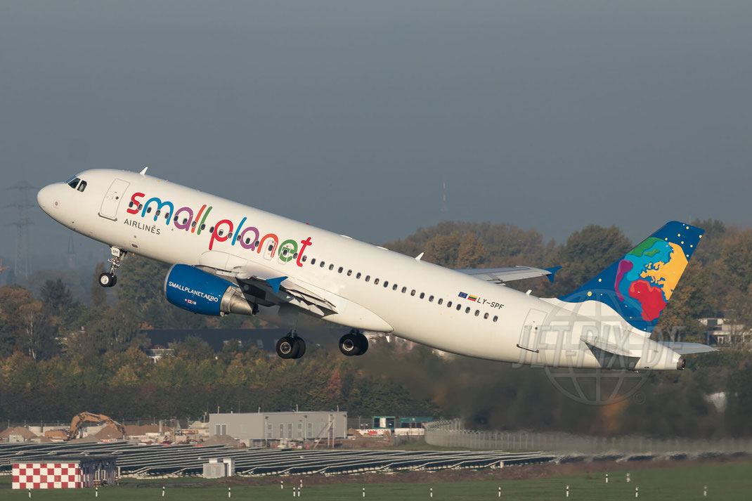 LY-SPF Small Planet Airlines Airbus A320-214 2017 10 14 EDDL Düsseldorf