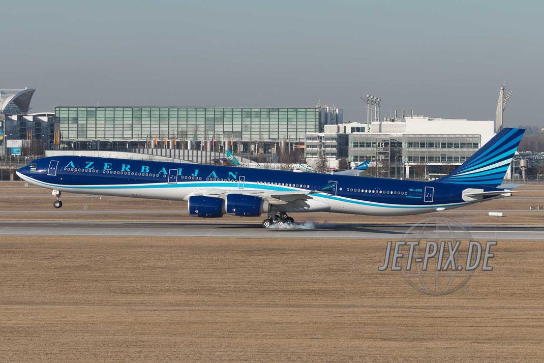 """4K-AI08 AZAL Azerbaijan Airlines Airbus A340-642 """"Baku-8"""" VIP-Ausstattung am Münchner Flughafen bei der Landung"""