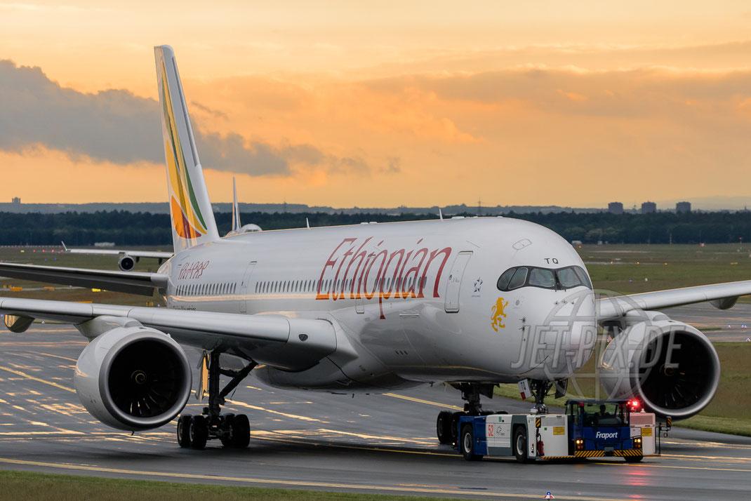 ET-ATQ Ethiopian Airbus A350 2017 05 19 EDDF Frankfurt direkter Blick auf die Flugzeuge garantiert. Der Spotterpunkt an der A5 ist immer eine Reise Wert